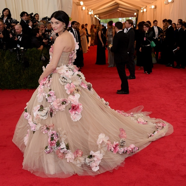 Tabitha Simmons linda com Dolce & Gabbana